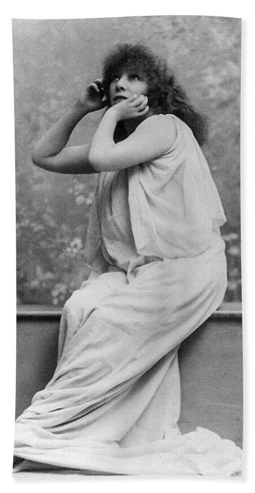 1896 Bath Sheet featuring the photograph Sarah Bernhardt (1844-1923) by Granger