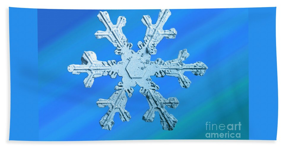 Snow Crystal Hand Towel featuring the photograph Snow Crystal by Science Source
