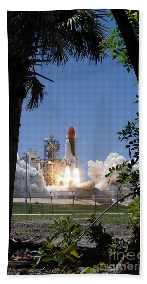 Sts-121 Hand Towel featuring the photograph Sts-121 Launch by Nasa