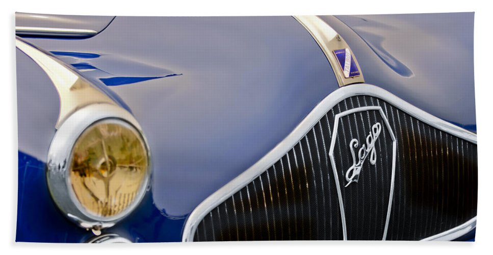 1948 Talbot-lago T-26 Saoutchik Grand Sport Coupe Bath Sheet featuring the photograph 1948 Talbot-lago T-26 Saoutchik Grand Sport Coupe Grille Emblem by Jill Reger