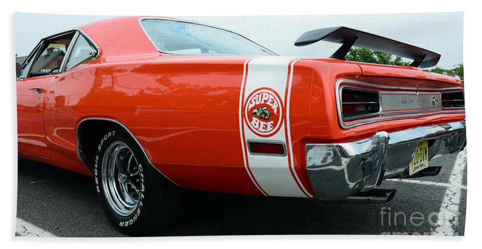 1970 Dodge Super Bee Hand Towel featuring the photograph 1970 Dodge Super Bee 2 by Paul Ward