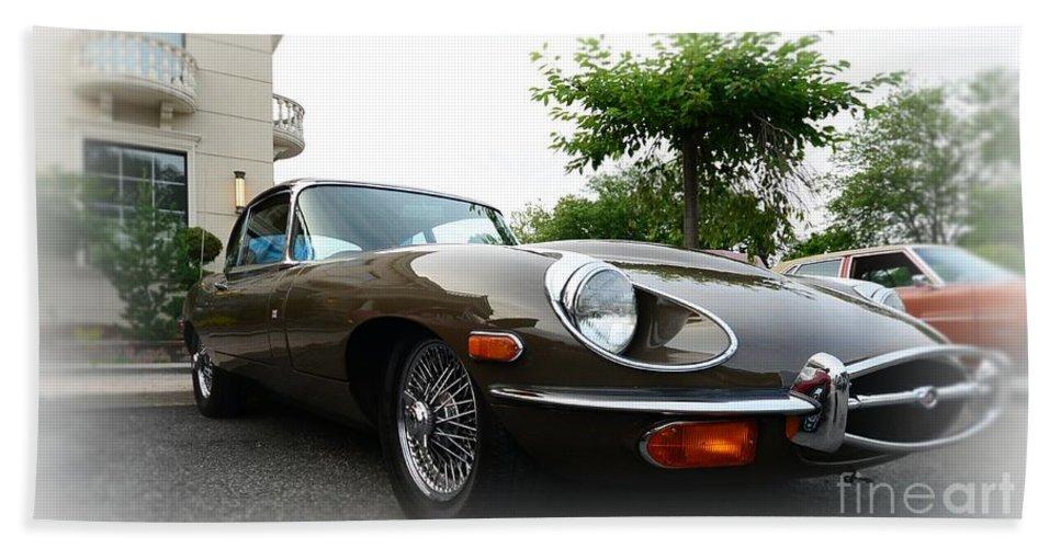 1973 Jaguar E Type 4.2 Bath Sheet featuring the photograph 1973 Jaguar Type E by Paul Ward
