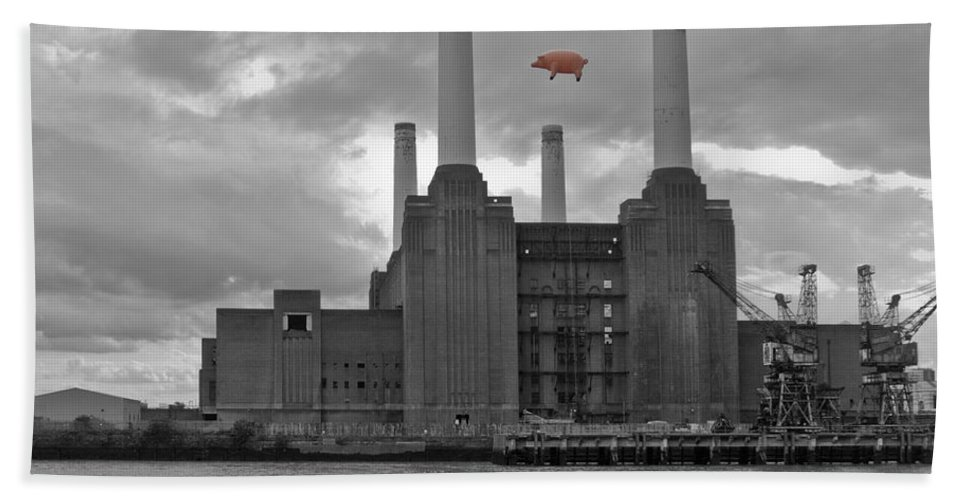 Pink Floyd Hand Towel featuring the photograph Pink Floyd Pig At Battersea by Dawn OConnor