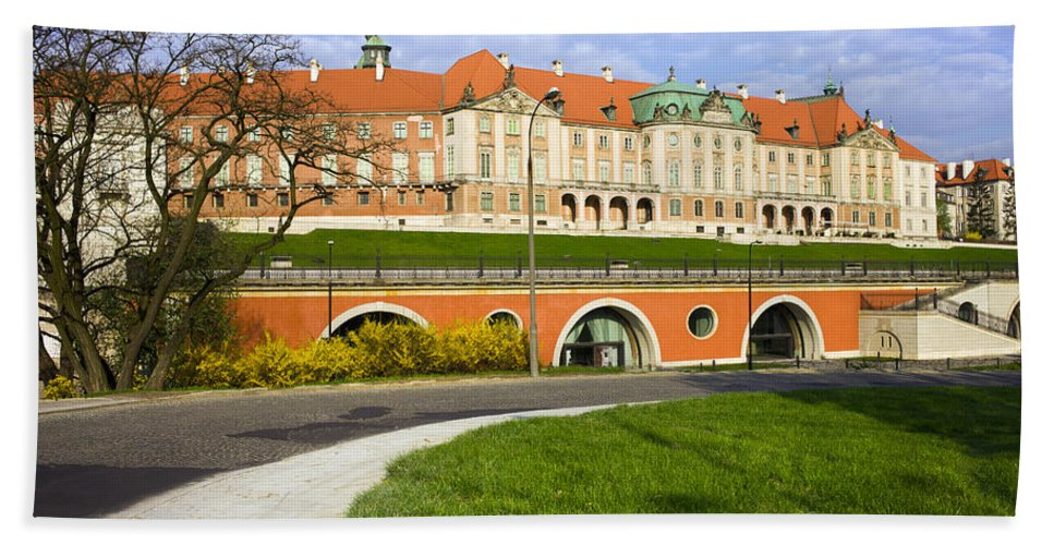 Warsaw Bath Towel featuring the photograph Royal Castle In Warsaw by Artur Bogacki