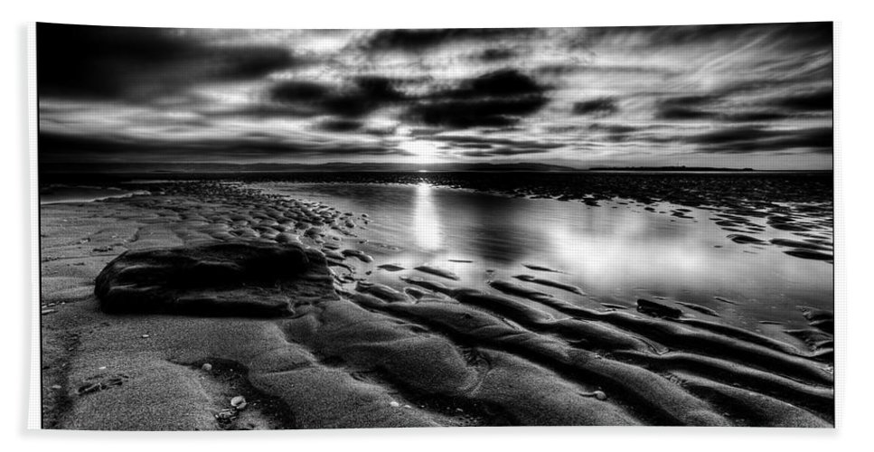 Mono Bath Sheet featuring the photograph Red Rock Beach by Beverly Cash