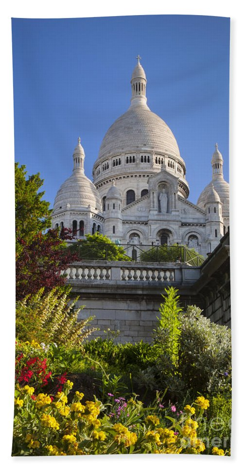 Architectural Bath Sheet featuring the photograph Basilique Du Sacre Coeur by Brian Jannsen