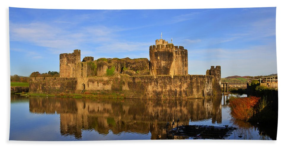 Caerphilly Castle Bath Sheet featuring the photograph Caerphilly Castle by Steve Purnell
