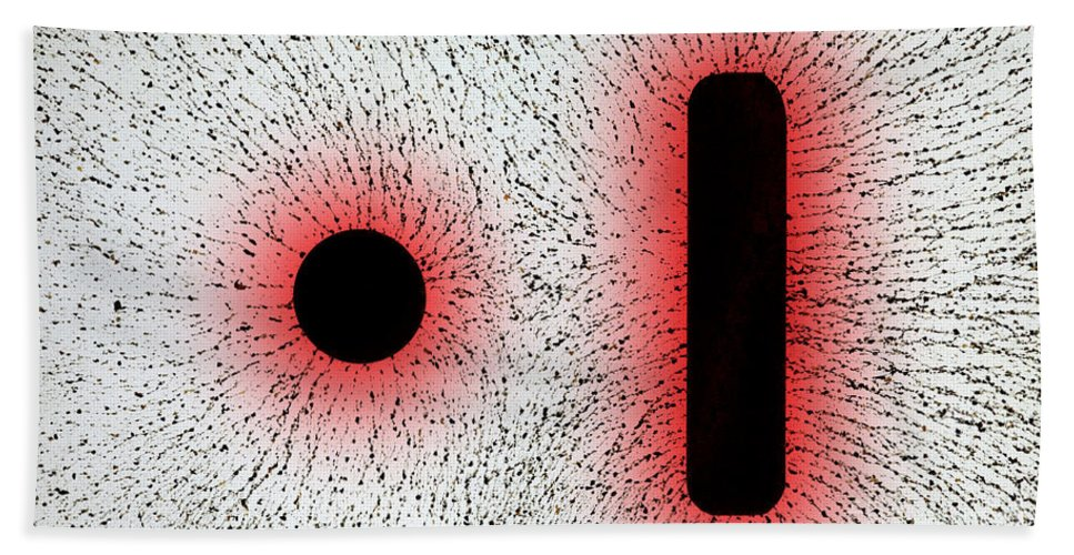 E Fields Hand Towel featuring the photograph Electrostatic Field Lines Like Charges by Ted Kinsman