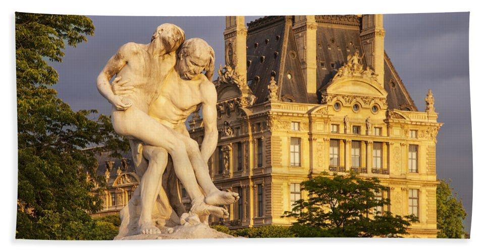 Architecture Bath Sheet featuring the photograph Jardin Des Tuileries by Brian Jannsen
