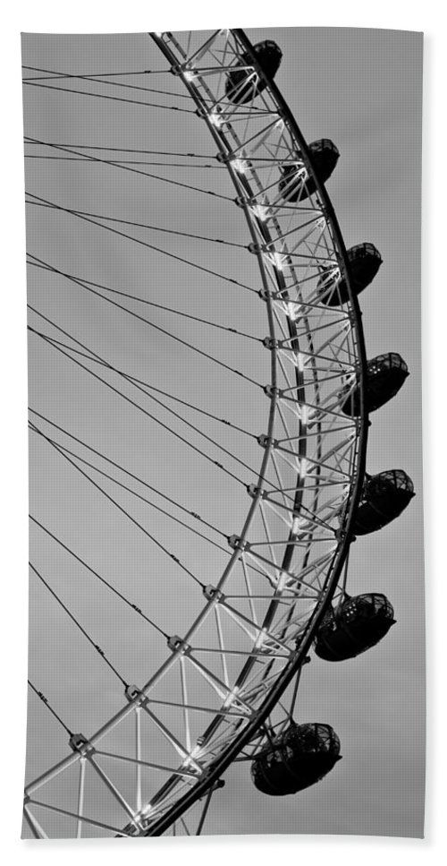 London Bath Sheet featuring the photograph London Eye by David Pyatt
