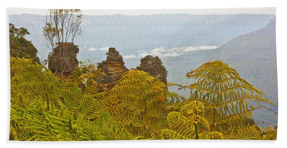 3 Three Sisters Blue Mountains Bath Sheet featuring the photograph 3 Sisters Blue Mountains by Douglas Barnard