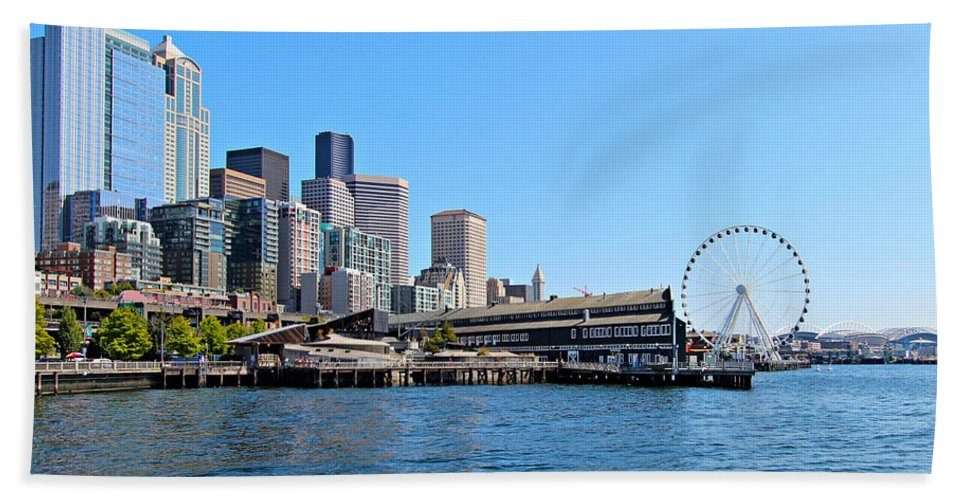 Architecture Bath Sheet featuring the photograph Seattle by Paul Fell