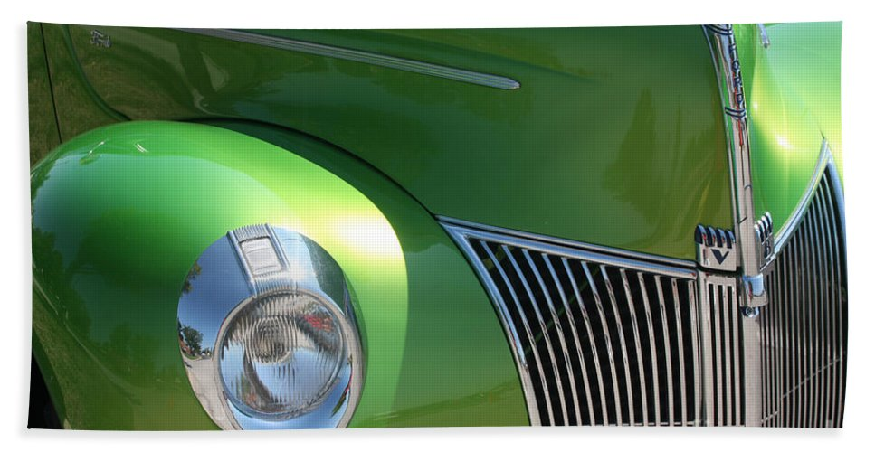 1940 Hand Towel featuring the photograph 40 Ford - Front Pass Angle-8651 by Gary Gingrich Galleries