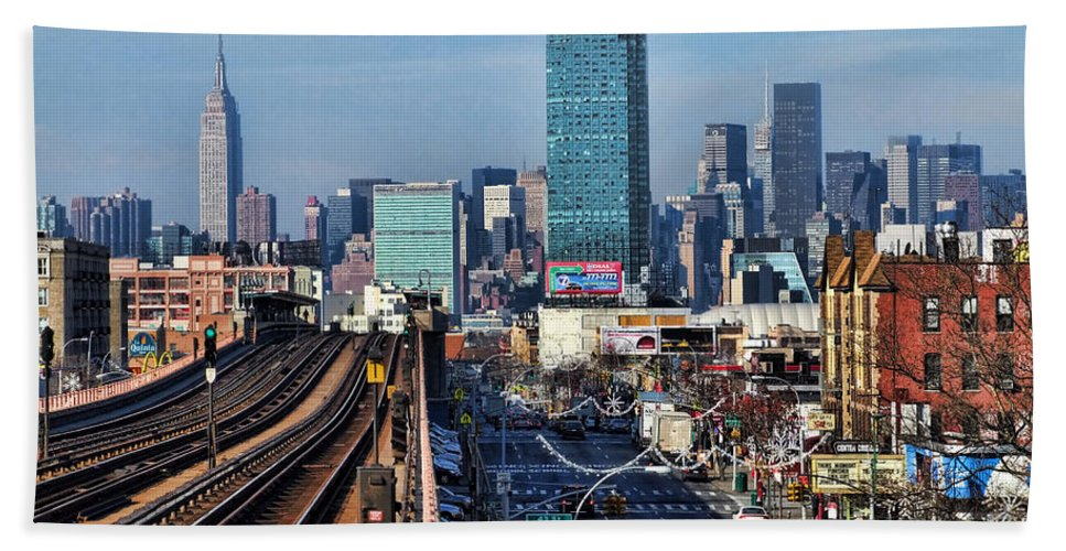 No. 7 Train Bath Sheet featuring the photograph 46th And Bliss by S Paul Sahm