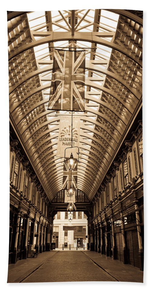 Leadenhall Hand Towel featuring the photograph Leadenhall Market London by David Pyatt