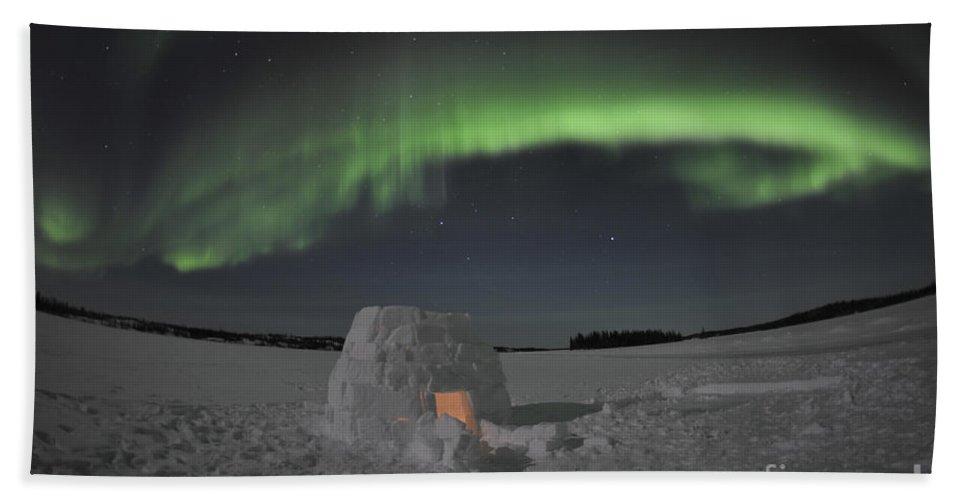 Yellowknife Hand Towel featuring the photograph Aurora Borealis Over An Igloo On Walsh by Jiri Hermann