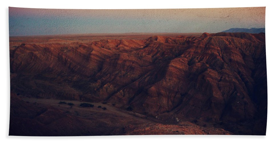Landscape Bath Sheet featuring the photograph A Hot Desert Evening by Laurie Search