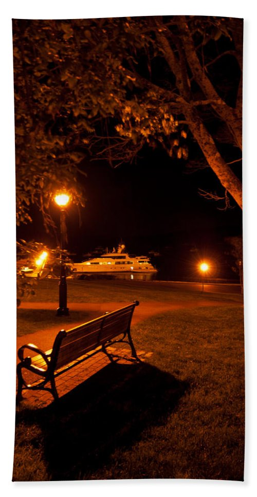 bar Harbor Hand Towel featuring the photograph A Spot To Take In by Paul Mangold
