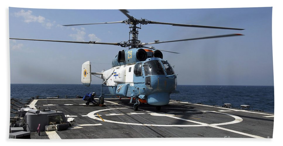 Horizontal Bath Sheet featuring the photograph A Ukrainian Navy Ka-27 Helix Helicopter by Stocktrek Images