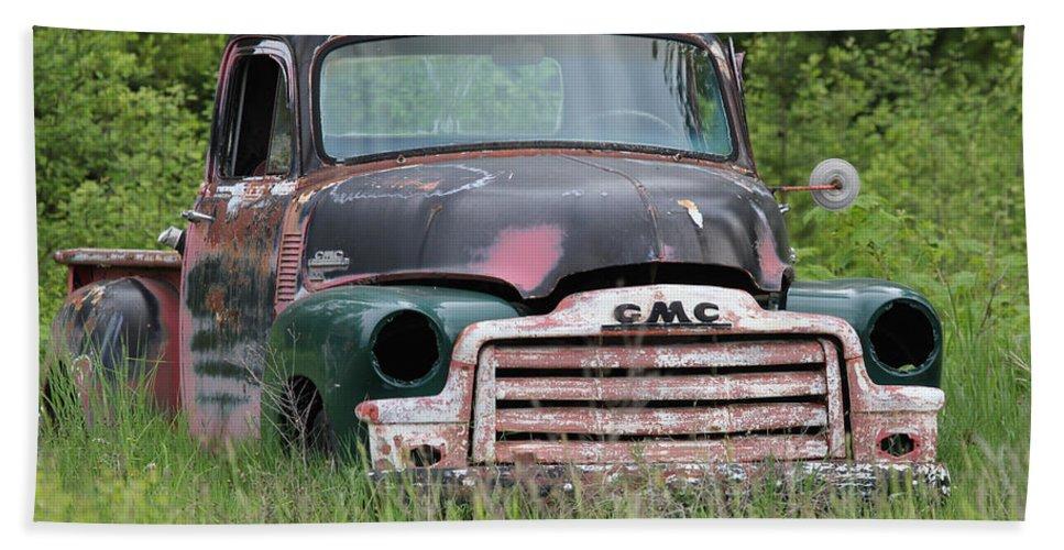 Gmc Truck Bath Sheet featuring the photograph Abandoned Gmc Truck by Athena Mckinzie