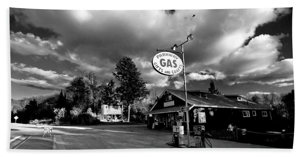 Balck And White Hand Towel featuring the photograph Algonquin Gas Station by Cale Best