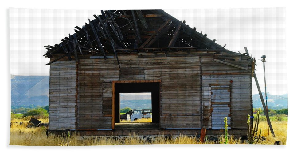 Barns Bath Sheet featuring the photograph An Empty Barn by Jeff Swan