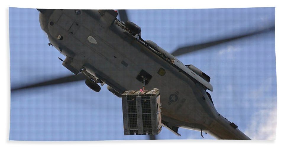 Horizontal Bath Sheet featuring the photograph An Mh-60s Seahawk Helicopter Airlifts by Stocktrek Images