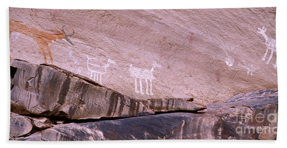 Antelope House Ruin Hand Towel featuring the photograph Antelope House Petroglyphs by Bob Christopher