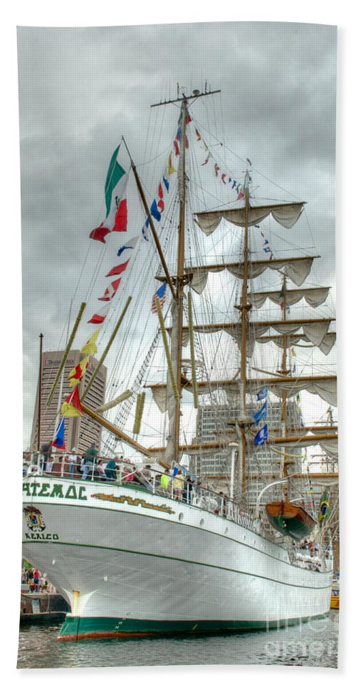 Baltimore Hand Towel featuring the photograph Arm Cuauhtemoc 2 by Mark Dodd