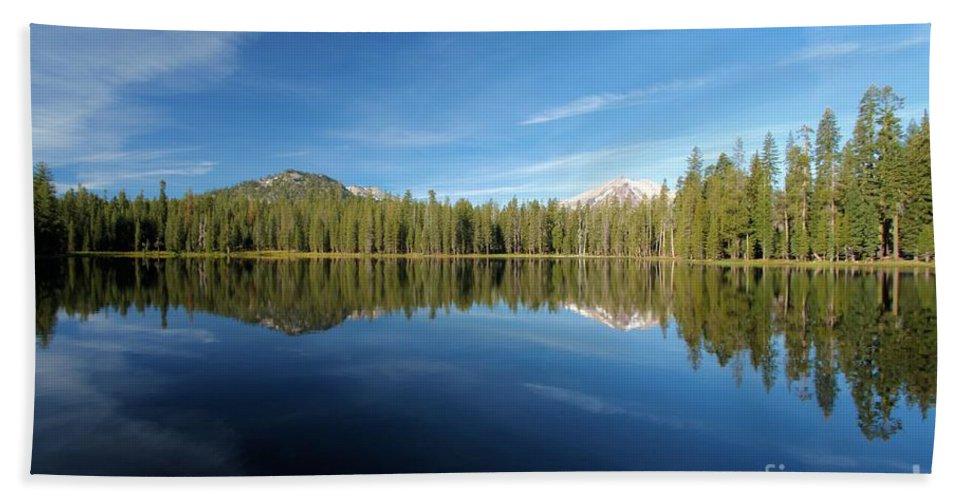 Summit Lake Bath Sheet featuring the photograph Arrowhead Reflection by Adam Jewell