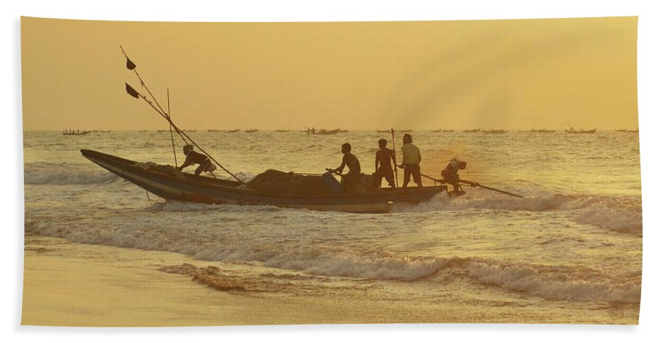 India Bath Sheet featuring the photograph At Dawn In Puri by Valerie Rosen