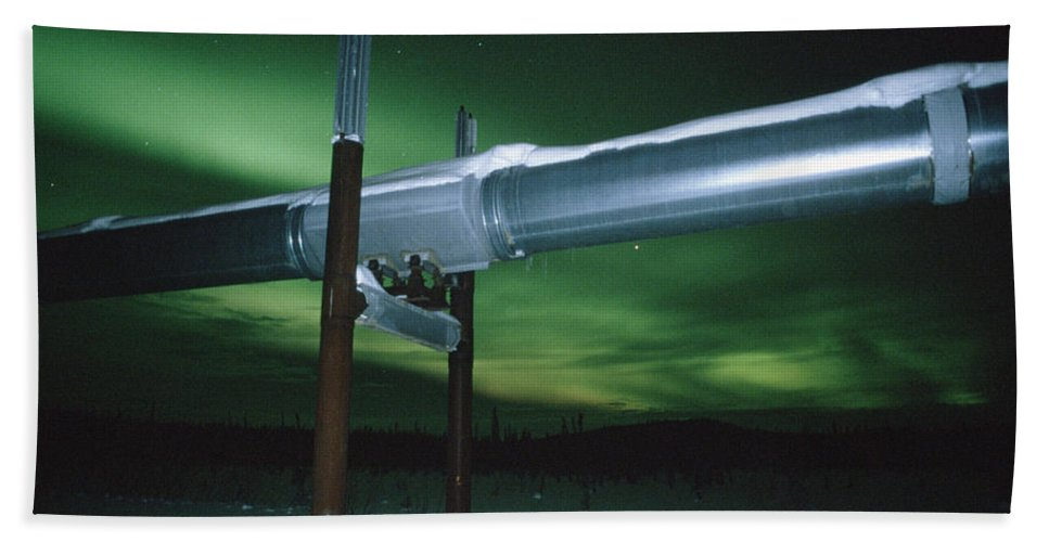 Mp Hand Towel featuring the photograph Aurora Borealis Over Pipeline by Matthias Breiter