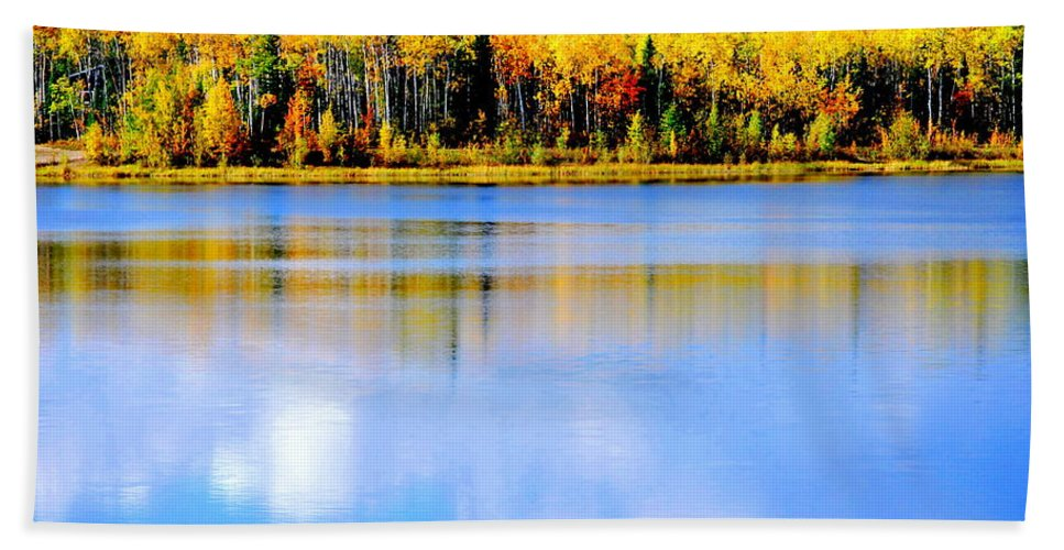 Water Hand Towel featuring the photograph Autumn On Chena Lake Ll by Kathy Sampson