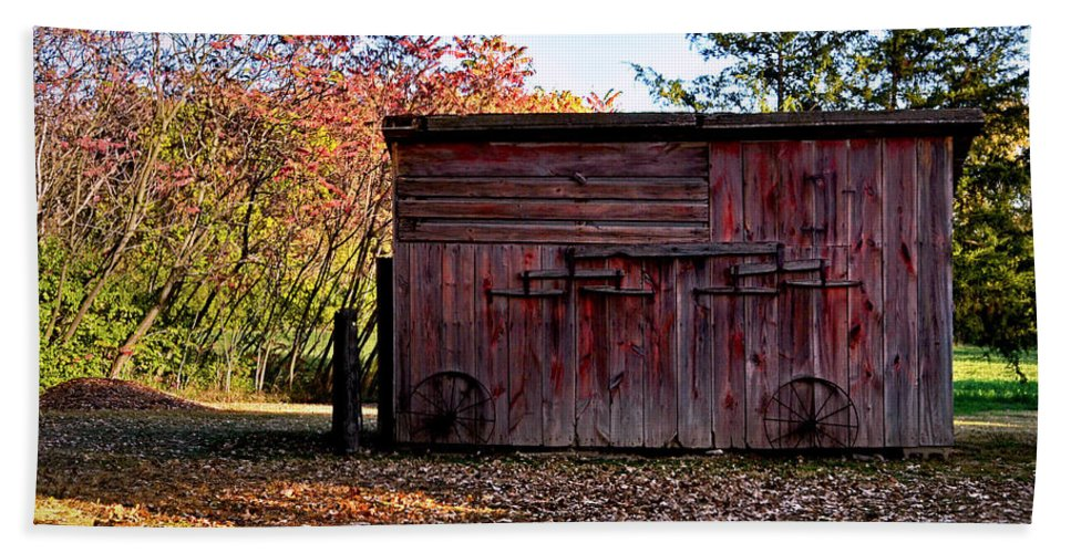 Landscape Hand Towel featuring the photograph Autumn Shed by Sue Stefanowicz