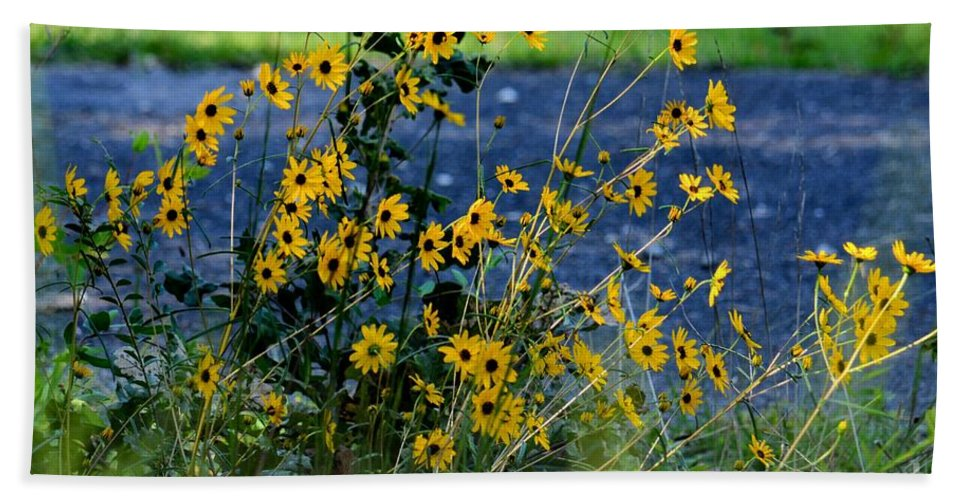 Autumns Gold At The Lake Hand Towel featuring the photograph Autumn's Gold At The Lake by Maria Urso