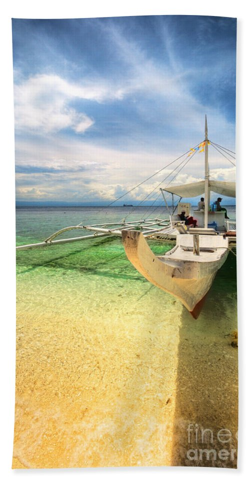 Yhun Suarez Hand Towel featuring the photograph Bangka Sa Dagat by Yhun Suarez