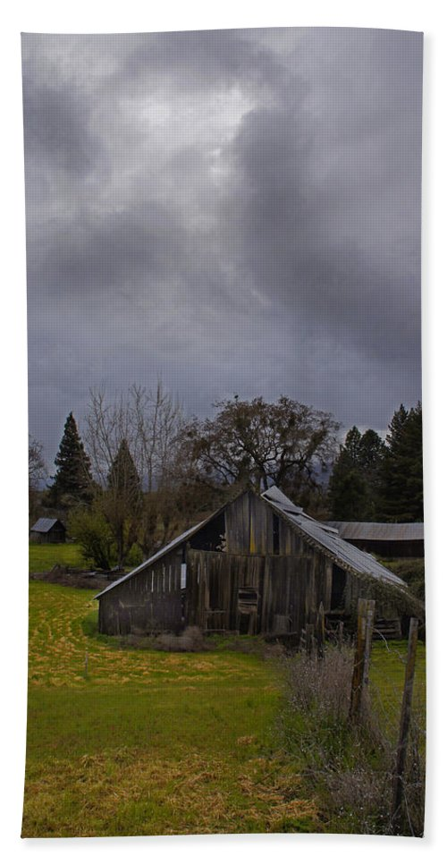 Barn Hand Towel featuring the photograph Barn And Sky by Mick Anderson
