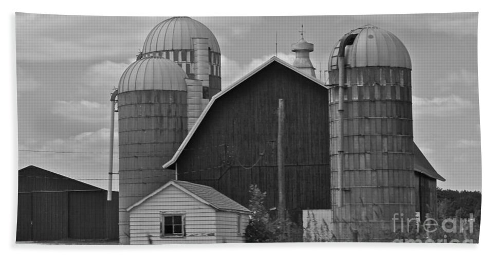 Black And White Bath Sheet featuring the photograph Barns And Silos Black And White by Pamela Walrath