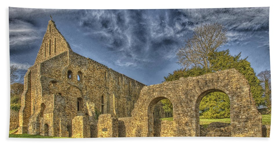 Battle Abbey Bath Sheet featuring the photograph Battle Abbey Ruins by Chris Thaxter