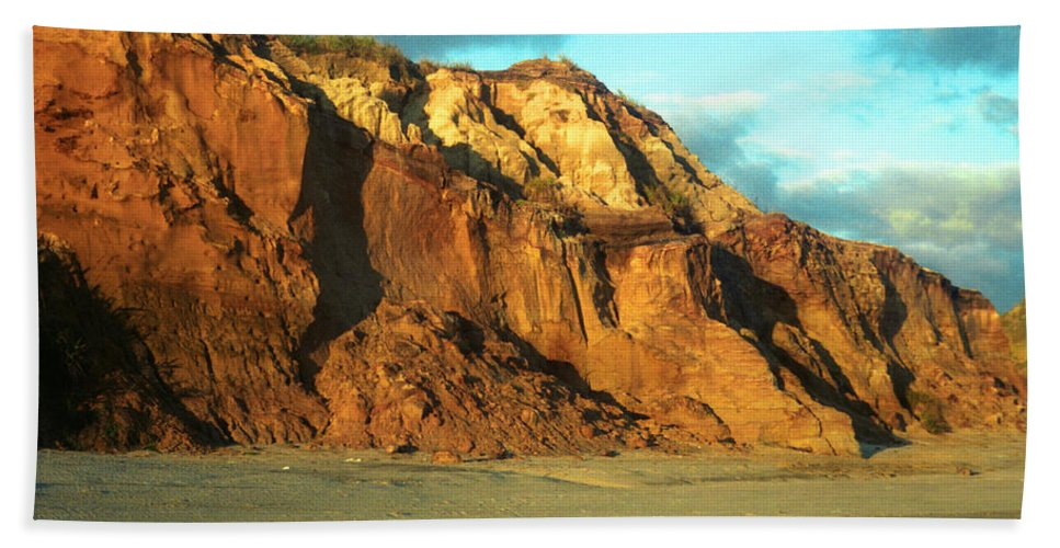 Beach At Sunset Hand Towel featuring the photograph Beach Cliff At Sunset by Mark Dodd