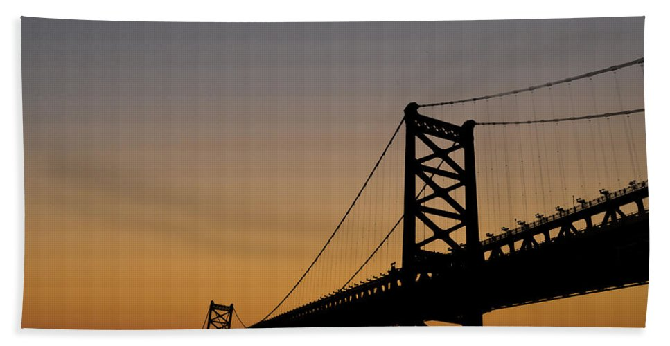 Ben Franklin Bridge Sunrise Hand Towel featuring the photograph Ben Franklin Bridge Sunrise by Bill Cannon