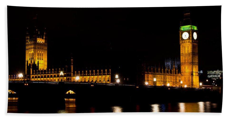 Big Ben Bath Sheet featuring the photograph Big Ben And The Houses Of Parliament by David Pyatt