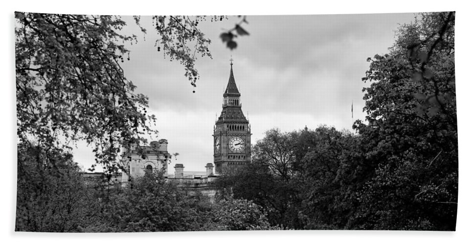 Big Ben Bath Sheet featuring the photograph Big Ben by Andrew Fare