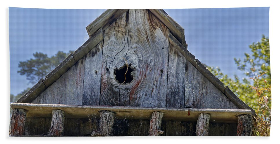 Central Coast Hand Towel featuring the photograph Birdhouse In Cambria by Mick Anderson