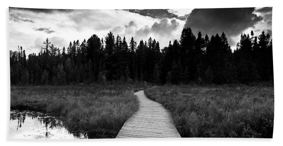 Black And White Bath Sheet featuring the photograph Boardwalk by Cale Best