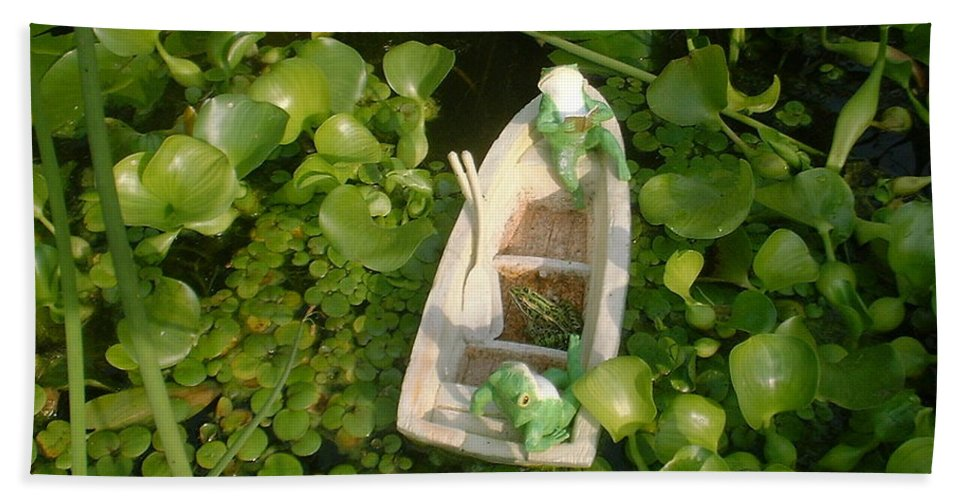 Frog Hand Towel featuring the photograph Boating With Friends by Bonfire Photography