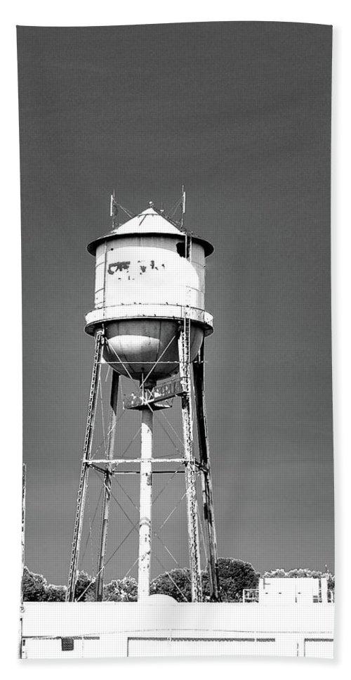 Water Tower Bath Sheet featuring the digital art Broad Ave Watertower Memphis by Lizi Beard-Ward