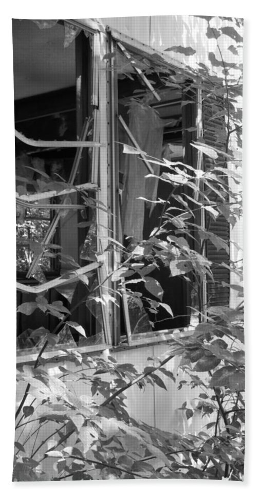 Trailer Hand Towel featuring the photograph Broken Home by Michele Nelson