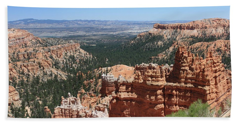 Bryce Bath Sheet featuring the photograph Bryce Canyon 5192 by Margie Wildblood