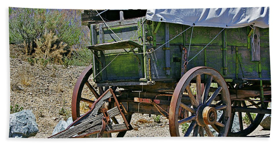 Wagon Bath Sheet featuring the photograph Call Road Service by Phyllis Denton